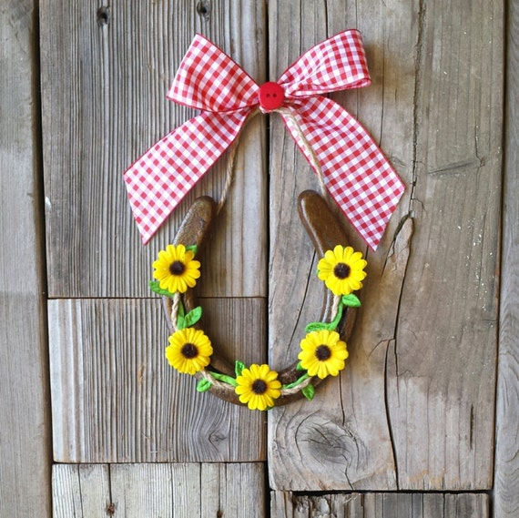 HORSESHOE Decorated with Sunflowers, Twine, and Red Gingham Bow for Ranch or Barn Decor, CU2015-sunging
