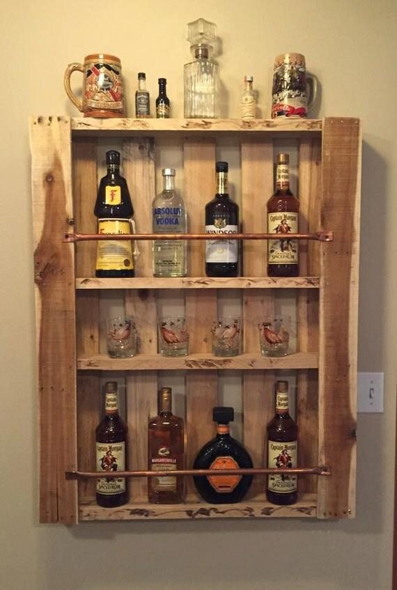 rustique palette meuble bois mur tag re liqueur cabinet. Black Bedroom Furniture Sets. Home Design Ideas
