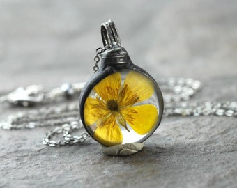 Buttercup Pendant Botanical Jewelry Soldered Glass Pendant Pressed Flower Terrarium Yellow Flower Spring Natural Woodland Jewelry Rustic