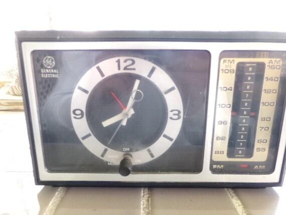 Electric Alarm Clock ~ Vintage general electric alarm clock radio from the