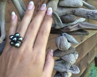 Black pearl grape ring