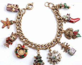 Christmas Charm Bracelet, Christmas Bracelet, Christmas Jewelry, Holiday Bracelet, Charm Bracelet, Vintage Bracelet, Charms BR306