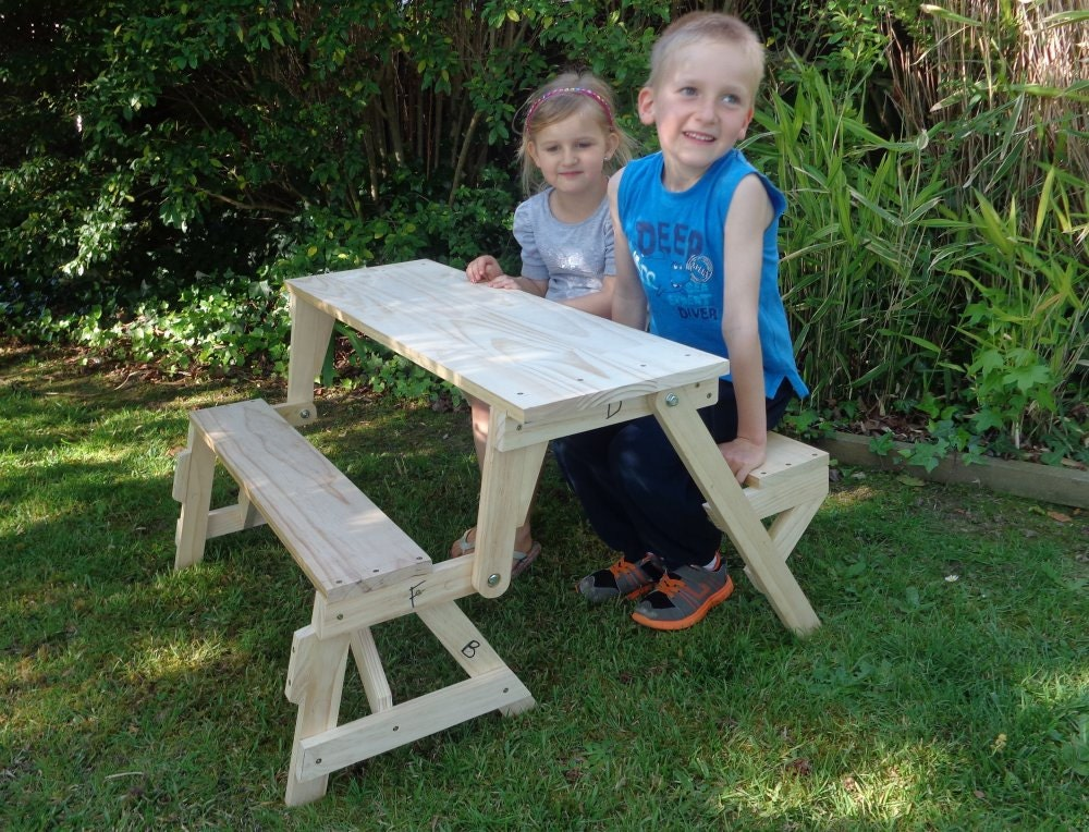 Table De Picnic : Kids Folding Picnic Table DIY Woodworking Plan by BuildEazy