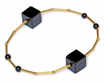 Black gemstone bracelet with Onyx - minimalist design - geometric bracelet - gemstone bracelet - NORA