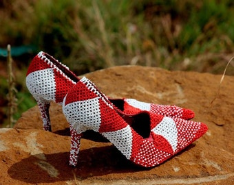 Red and white pumps US 7