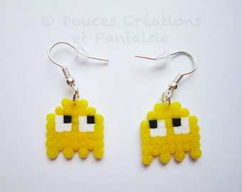 Pacman earrings, ghost video game, gamer geek jewelry, perler hama bead, 8-bit pixel art, kawaii retrogaming, handmade, child girl woman