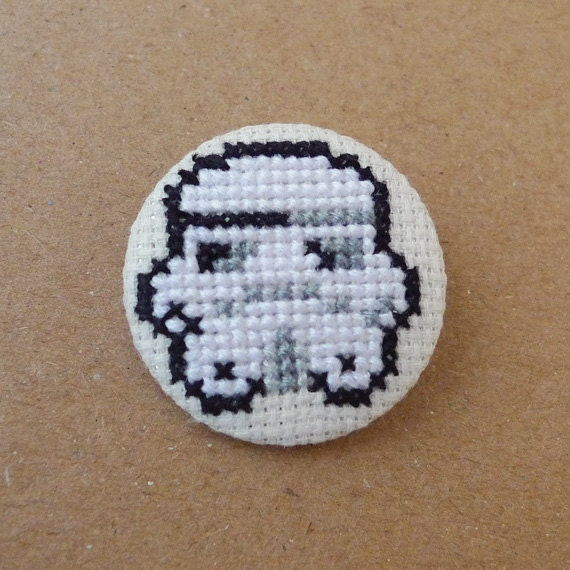 Star Wars cross stitch 31mm pinback button - Stormtrooper - Embroidered geek brooch