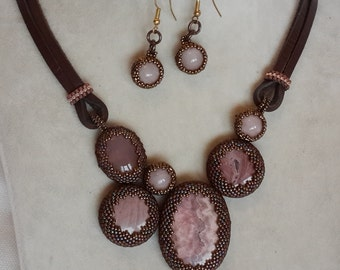 pinkj natural stone necklace