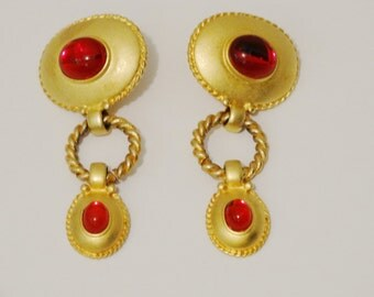 "Vintage gold tone 2.5"" x 1"" Long Red Cabochon Stone Earrings"