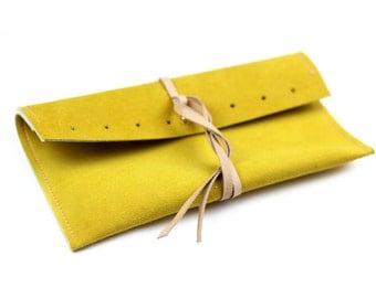 Yellow leather pouch. Stars. Mustard-yellow leather. Small pouch. Pochette women. Minimalist design
