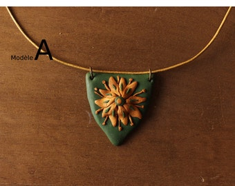 House Tyrell pendant - badge - gold on green background - House Tyrell Pendant - Golden flower flower on green background
