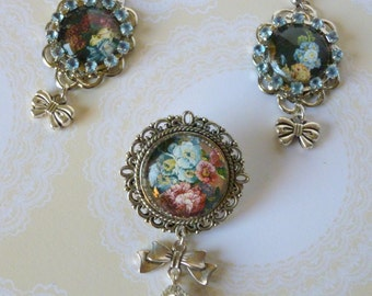 """Flowery adornment retro style """"Flower blue"""" glass cabochons illustrated, brooch and earrings."""