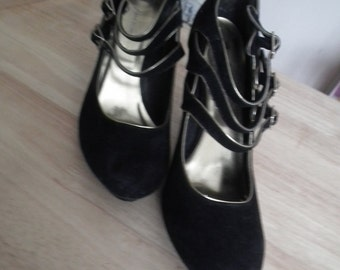 Fiore Collection Black-Gold Shoes Used
