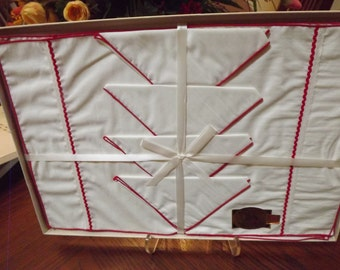 Vintage NEW Red  White Cotton Placemats With Napkins Timely Linens Fifth Avenue NY