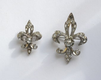 Vintage Fluer de lis costume jewelry pins, Pair of fleur de lis white metal pins brooches, scatter brooches
