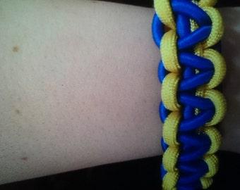 two color cobra stitch paracord bracelet