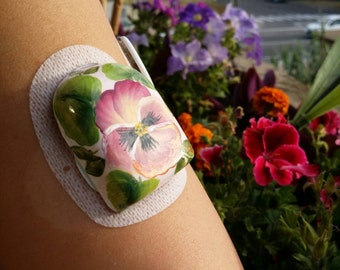 Omnipod covers, semirigid and reusable, hand decorated with various fantasies or with application of crystals, pearls or glitter