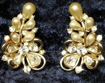 Vintage 1950's Hollycraft Gold Tone/Plated Faux Pearl and Rhinestone Clip On Earrings