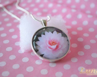 Pale pink flower necklace