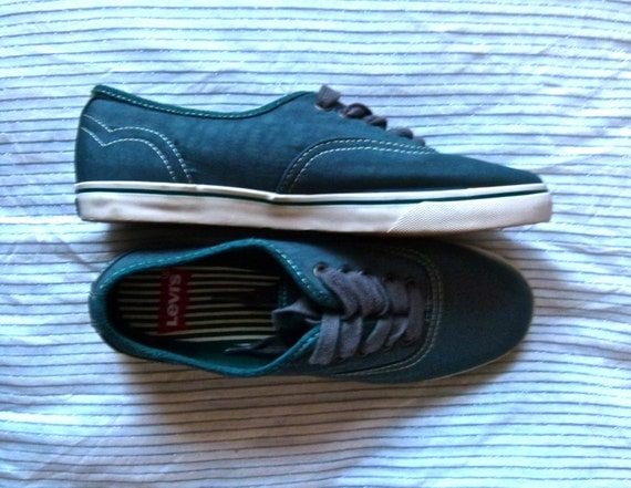 Levi's Back To Baisc Canvas Sneakers- Green; Stitching; Striped Inside; Size 8; Womens size 8; VIntage Trainers; VIntage Levis