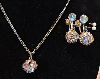 Stunning Aurora Borealis Vintage Ball Necklace/Pendant & Earring Weiss Set