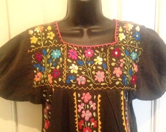 Vintage 1960s/1970s Embroidered Mexican Fiesta Dress