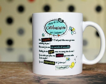 """Original mug """"The single who assumes"""". Customizable Cup. Gift woman alone. Text and graphics by PIOU creations.  Made in France"""