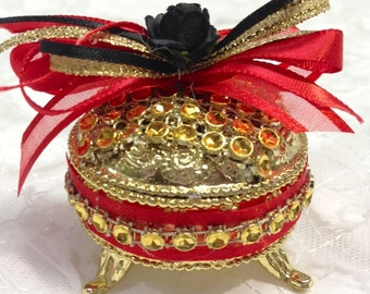 12 Wedding Favors, Quinceanera Favors, Sweet Sixteen Favors, Round Favors, Party Favors, Fillable Favor Boxes, Red and Black Party Favors