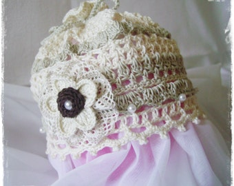 Beige vintage crochet hat with flower and beads