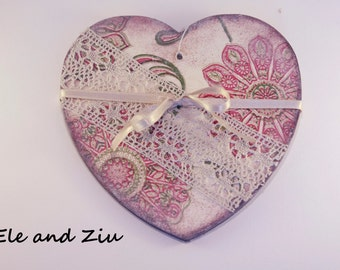 Shebby-shic Heart - Wall Hanging - Wall Decor - Heart Decor - Romantic decor - Heart with vintage lace