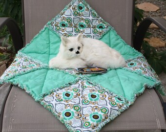 Cat Bed, Cat Blanket, Dog Bed, Dog Blanket, Cat Accessories, Dog Accessories, Fabric Pet Bed, Handmade Cat Bed, Pet Quilt, Green Pet Mat