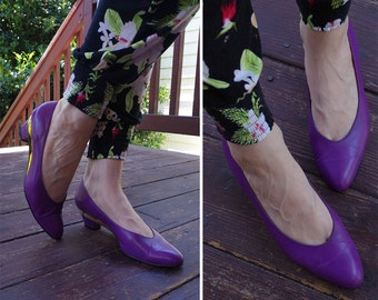 STUDIO 54 1970's Vintage Deep Purple Leather Pumps with Gold Metallic Edges // by MAGDESIANS // size 8.5 N