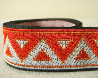 "geometric pyramid vintage jacquard woven trim ribbon in crimson 1"" wide 2 yards"