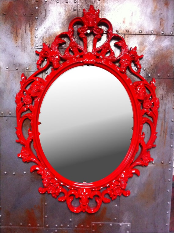 Brillant rouge skulls cadre ovale avec miroir shabby chic for Miroir baroque noir ovale