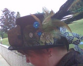 Ladies Green and Black Steampunk / Steam Punk Top Hat Brass Colored Goggles