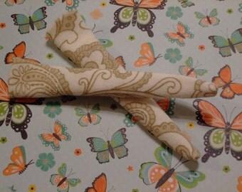 Blythe / DAL Socks - Cream And Brown Paisley