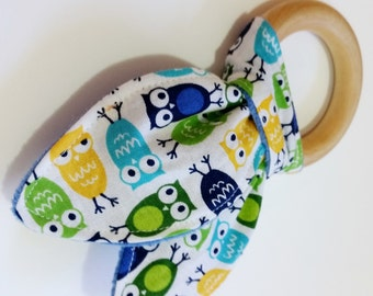 Natural Wooden Teether with Crinkles - Mini Owls - yellow blue aqua green - New Baby Gift - Neutral Natural Wood & Fabric Teething Ring