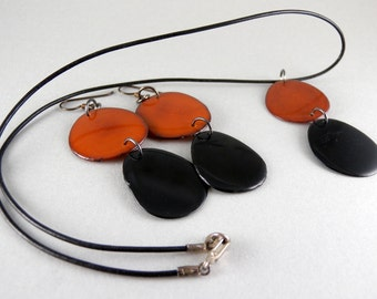 Caramel and Black Tagua Nut Eco Friendly Necklace and Earrings Set with Free USA Shipping #taguanut #ecofriendlyjewelry