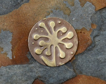 2 Embossed Floppy Daisy Charms mm Round