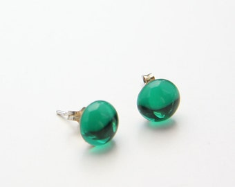 Round Emerald Green Stud Earrings with Sterling Silver Posts (E102)