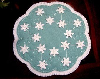 "Hand Stitched Primitive - Folk Art Wool - Felt SNOWFLAKE Penny Rug - Candle Mat - Home Decor - Winter Decor - Snowflakes - Fiber Art  - 15"""