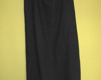 Black Linen Skirt . Nanette Keller . Size 2X .  Plus Size Linen Skirt . 2 X  black linen skirt . 2 X skirt . 2 X black linen skirt