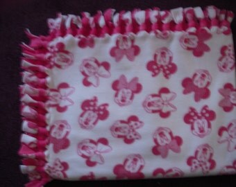Minnie Mouse NoSew Fleece Blanket