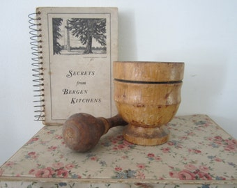 Wooden Mortar & Pestle Wooden Bowl and Masher Lovely Primitive Kitchen Display Country Home Decor Herbs or Medicine Grinder Great Patina