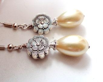 Ivory  Earrings, Glass Pearl Earrings, Bridesmaid Earrings, Flower Earrings