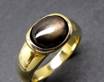 AAA Black Star Sapphire   11x9mm  4.17 Carats   in 14K Yellow gold ring 10 grams 0250