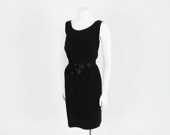 50s dress / Black Belt in Fashion 1950's Wiggle Cocktail Dress