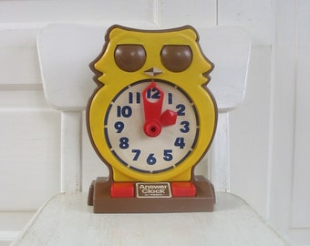 Vintage Owl Telling Time Toy Answer Clock Tomy Hong Kong Child