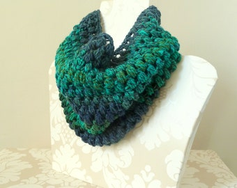 Navy blue teal green puff stitch cowl, Crochet snood, Chunky cowl, Infinity Scarf, Crochet Cowl, Shimmering sea