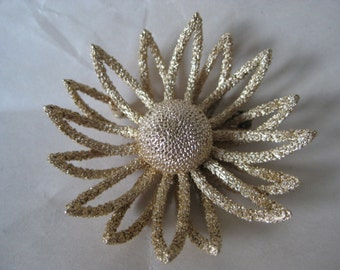Flower Daisy Gold Brooch Vintage Pin Trifari (Crowned)